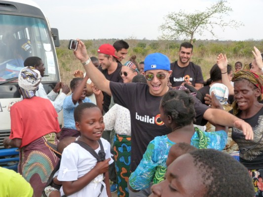 Frankie Grande in Africa 3